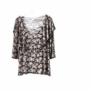 Free Kisses Floral top Plus size 1X NWOT